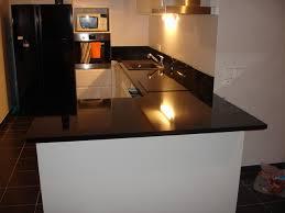 cuisine avec plan de travail en granit cuisine avec plan de travail granit noir poli