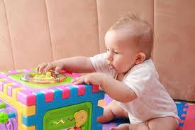 bimbo 13 mesi alimentazione il neonato da 0 a 12 mesi cosa sa fare quanto dorme quanto