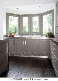 cuisine plancher bois banque de photo sombre plancher bois dans moderne cuisine à