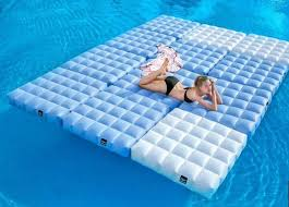 canap gonflable piscine lit gonflable modulable piscine et terrasse signé pigro felice