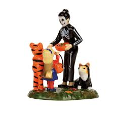 retired dept 56 halloween country in the village product information