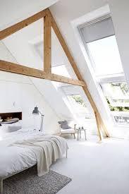 chambre parentale sous comble chambre sous combles avec poutres à l architecture structurée