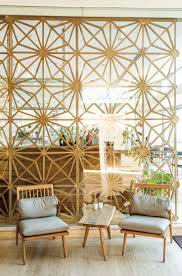Wohnzimmer Einrichten Plattenbau Coole Raumteiler Einrichtung Mit Glasscheiben Und Dekorativem