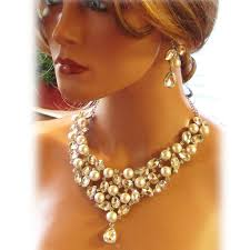 girl wear necklace images How to wear chunky jewelry blog jpg