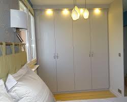 faire un placard dans une chambre faire placard coulissant meuble with faire placard