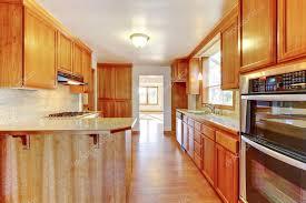 cuisine plancher bois intérieur de cuisine brun avec plancher de bois franc photographie