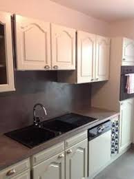 beton ciré pour cuisine cuisine blanche et grise béton ciré sur sol plan de travail et