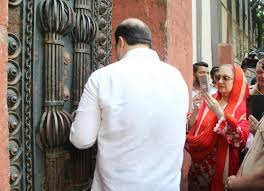 dilip kumar disputed bungalow row wife saira banu gets back keys