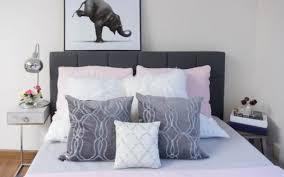 how to place throw pillows on a bed homegoods throw pillows