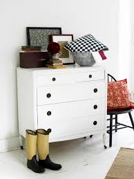 how to organize your small bedroom