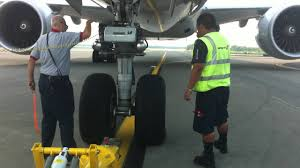 boeing 777 300er pushback with descriptions hd youtube