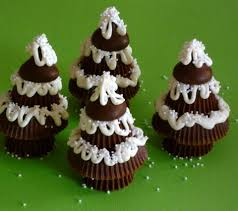 peanut butter cup and hershey kiss christmas trees how cute