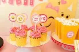 kara u0027s party ideas emoji cupcakes from a pink u0026 gold emoji