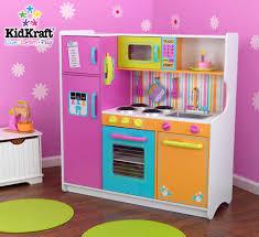 cuisine en bois fille marvelous cuisine fille en bois 11 grande cuisine colore pour