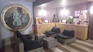 chambres d hotes chaudes aigues salon d attente photo de caleden complexe thermale et