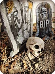 halloween party decorating ideas scary rip skull tombstone decoration outdoor halloween decorations