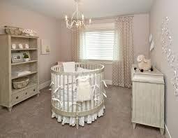 chambre b b baroque chambre d enfant lit rond avec tour de lit blanc chandelier