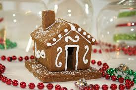amazon com gingerbread house hugger cutter kitchen u0026 dining