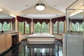 große badezimmer große gewölbte decke badezimmer in naturholz lgcentral