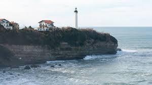 plage de la chambre d amour une femme emportée par une vague à anglet cnews fr