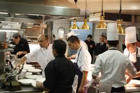 offrir un cours de cuisine avec cyril lignac cyril lignac en cuisine au jardin des sens chefs pourcel