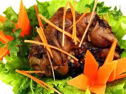 cuisine du cochon pied de cochon à la sauce brune porc pieds sauce