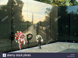 G Stige U K Hen Wreath Vietnam Veterans Memorial Washington Stock Photos U0026 Wreath