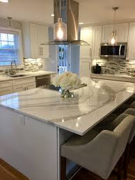 white shaker kitchen cabinets with white and gray quartz from