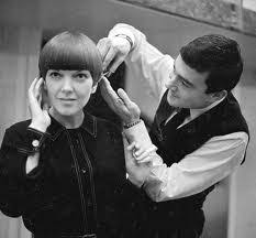 hair cut with a defined point in the back vidal sassoon gives mary quant the famed 5 point haircut