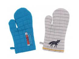 maniques cuisine maniques gants et torchons pour la table de votre chalet