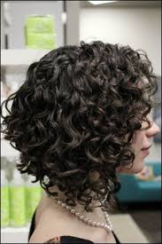 how to stlye a stacked bob with wavy hair get an inverted bob haircut for curly hair