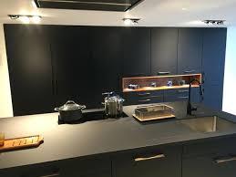 cuisine laqué noir cuisine laque noir cuisine palissandre santos laque noir mat et plan
