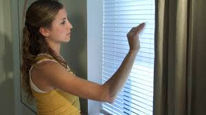 how to clean window blinds howcast the best how to videos on