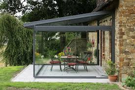 chiudere veranda a vetri goditi la terrazza senza il fastidio sole cinque idee