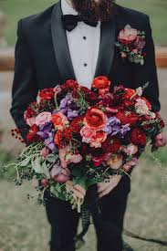 fall bridal bouquets 15 stunning fall wedding bouquets the magazine