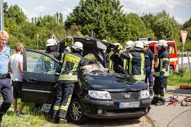 Jugendfeuerwehr Wiesbaden112 De Lkw übersehen Feuerwehr Muss Fahrerin Befreien Wiesbaden112 De