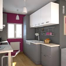 salle de bain aubergine et gris cuisine grise moderne façade stecia gris brillant cuisine