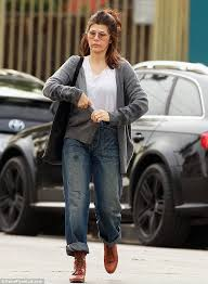 marisa tomei my cousin vinny jumpsuit up free marisa tomei wears drab cardigan and grungy boyfriend