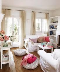 kleines wohnzimmer kleines wohnzimmer einrichten weiße sitzkissen freshouse