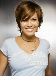 growing out short hair but need a cute style mandy moore short hair great style for growing out http