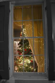 Window Christmas Decorations by Best 25 Window Christmas Lights Ideas Only On Pinterest