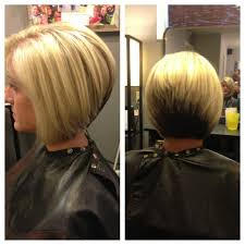 diy cutting a stacked haircut stacked haircut highlights and color block hair pinterest