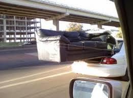 canapé voiture un canapé dans le coffre de la voiture