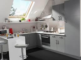 cuisine sous pente optimiser espace cuisine cuisine en l moderne astuces pour r