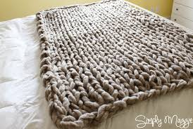 arm knit a blanket in 45 minutes by simply maggie simplymaggie