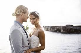 hawaiian themed wedding dresses how to choose a wedding officiant for your hawaii wedding i hawaii
