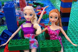 frozen dolls elsa anna pool party vacation legoland water