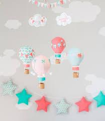heißluftballon kinderzimmer koralle und aqua heißluftballon baby mobile kinderzimmer