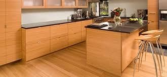parquet dans une cuisine parquet bambou pour cuisine parquet design exotique et écologique