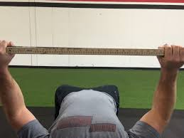 Bench Press Wide Or Narrow Grip How To Find Your Perfect Bench Press Grip Elite Fts